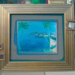 оформление рисунка моря в широкий багет светлого золота