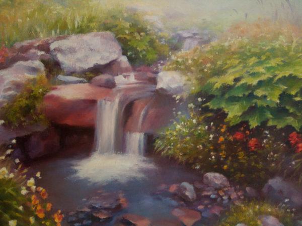 Маленький ручей прохладной чистой воды