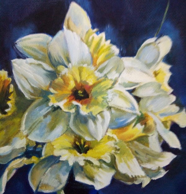 Желтый цветок на желтом фоне