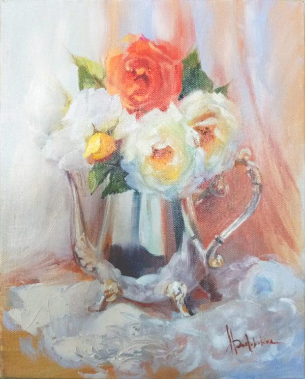 Садовые розы в чайнике
